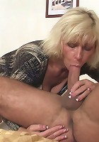 Pretty middle-aged slut has sex