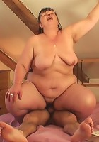 Chubby mature beauty wants her pussy fucked and he takes the babe from behind hard