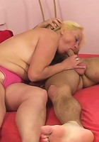 The cock hungry mature gives him a BJ and climbs into his lap to ride his fat cock well