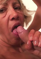 The old babe with the amazingly hot body is getting fucked by the young man in her aged pussy
