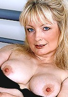 Stunning milf babe sara strips and spreads her pussy outdoor