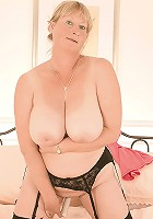 Busty MILF plays on her bed