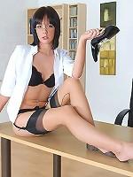 Foot fetish brunette